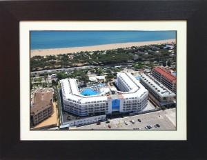 Enmarcación de fotografías aéreas en doble marco color wengué y marfil