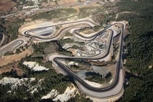 fotografía aérea construcciones circuito de carreras